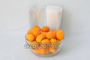 Для приготовления абрикосового сиропа возьмём абрикосы, сахар и воду.