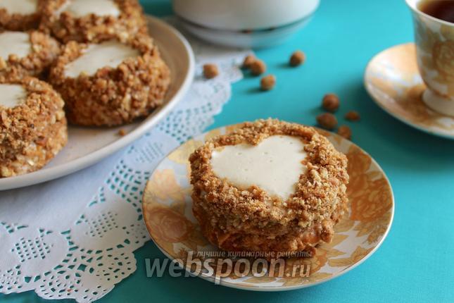 Фото Бисквитные пирожные с орехами