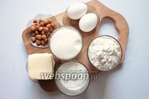 Для приготовления нам понадобится: масло сливочное, сахар, яйца, сметана, мука, разрыхлитель, ванилин.