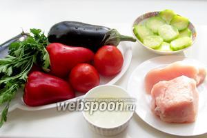 Нам потребуется баклажан, кабачок, помидоры, лук, чеснок, зелень петрушки, перец болгарский, растительное масло.