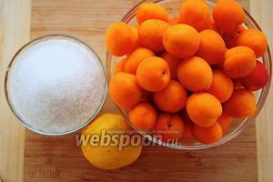 Для приготовления домашнего мармелада вам понадобятся: абрикосы, сахар, лимон и вода.