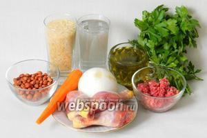 Для приготовления курицы с рисом по-ливански возьмём рис, воду, окорочка (куриную тушку), лук, морковь, фарш говяжий, масло оливковое, арахис (миндаль), зелень, корицу, перец чёрный, соль по вкусу.