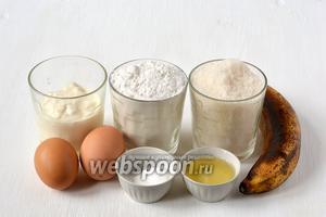Для приготовления бананового пирога в мультиварке нам понадобится мука, сахар, яйца, бананы, разрыхлитель, подсолнечное масло.