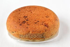 Вытянуть пирог с помощью чаши для варки на пару.  Банановый пирог готов!