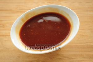 Смешиваем кетчуп, мёд, соевый соус и горчицу.