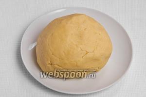 Затем замешиваем тесто (должно быть мягким) и ставим его в холодильник на 1 час.