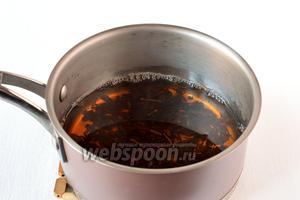 Чёрный листовой чай залить кипятком, дать настояться. Процедить.