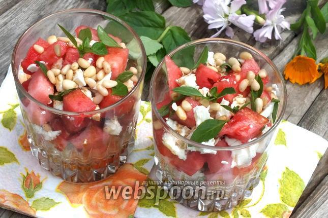 Фото Греческий салат с арбузом и фетой