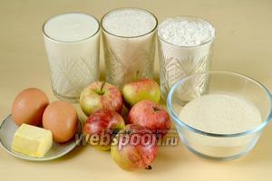 Для приготовления манника нам нужны следующие ингредиенты: кефир или любой кисломолочный продукт, мука, манная крупа, сахар, яблоки, яйца, сливочное масло.