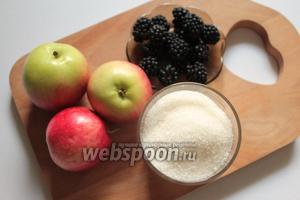 Для приготовления варенья нужны яблоки, ежевика, сахар и вода, а также стерилизованные банки и крышки.