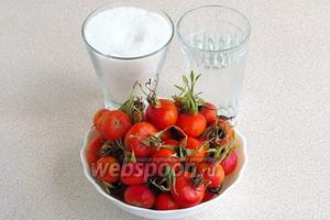 Для приготовления варенья нужно взять зрелые, но при этом твёрдые, крепкие плоды шиповника, сахар и воду.