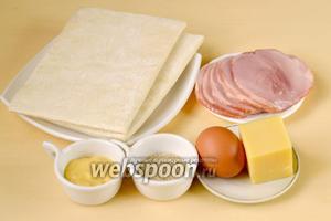 Для приготовления круассанов с ветчиной и сыром нам понадобится слоёное дрожжевое тесто, тонко нарезанная ветчина, сыр Пармезан, дижонская горчица, кунжут и яйцо для смазывания.