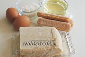 Подготовим ингредиенты: мороженое пломбир, свежие яйца, кокосовую стружку, печенье Савоярди и любое растительное масло без запаха.