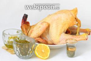 Для запекания курицы с затаром нам потребуется курица, затар, мята сухая, лимон, оливковое масло, мёд, соль, перец по вкусу.