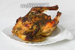 Курицу извлекаем из рукава и подаём. Приятного аппетита!