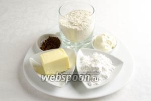Чтобы приготовить ватрушку, сначала выпечем основу, для этого нужно взять: муку, масло, какао, желток одного яйца, сахарную пудру, сметану, разрыхлитель.