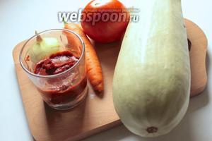 Для приготовления салата понадобятся кабачки, морковь, перец сладкий, помидоры, томатная паста, сахар, соль, уксус 7%, растительное масло.