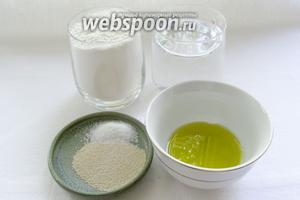 Для приготовления теста нам потребуются: мука, вода, дрожжи, немного растительного масла, соль.