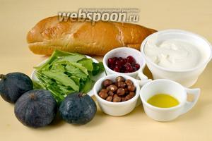 Для приготовления кростини нам понадобится батон багет, сыр рикотта, инжир, фундук, клюква и листочки рукколы.