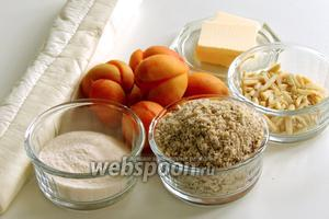 Подготовим ингредиенты: половинки свежих абрикосов без косточек, сливочное масло, миндальную крошку и миндальные палочки, порошок ванильного пудинга, готовое слоёное тесто.