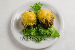 Подавать котлеты «стожки» тёплыми с овощами на обед.