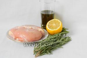 Для приготовления сувлаки возьмем куриное филе, розмарин, лимон, оливковое масло, смесь перцев горошком, соль по вкусу.
