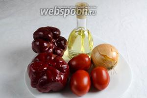 Чтобы приготовить заправку, нужно взять перец сладкий и перец сорта ратунда, помидоры сорта сливка, лук, растительное масло, соль.