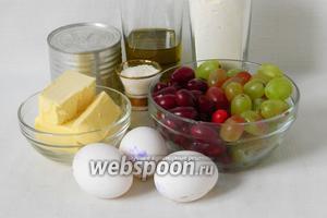 Для приготовления кекса с виноградом и кизилом возьмём муку, сгущённое молоко, оливковое масло, сахар, масло сливочное, яйца, разрыхлитель, шоколад, кизил, виноград.