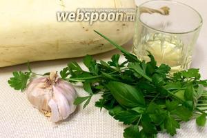 Для приготовления пирога начнём с  начинки. Для приготовления взять свежий кабачок, масло растительное, морковь, чеснок, зелень.