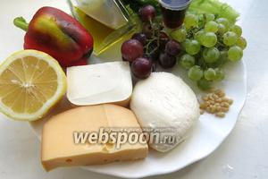 Для приготовления салат подготовить сыры, салат фризе, перец сладкий, ингредиенты для заправки, орехи, виноград