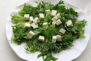 Выкладываем на салат.