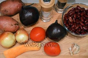Для свекольника берём 2 средних свёклы, картофель, лук, 1 небольшую морковь, чеснок, фасоль консервированную или отварную, воду можно заменить мясным бульоном.