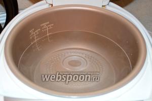 Наливаем в мультиварку воду или бульон (у меня мультиварка Philips). Включаю режим Суп/Кипячение, для того чтобы вскипела вода.