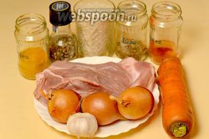 Для приготовления плова нам понадобится мясо (у меня свинина), рис (лучше басмати или длиннозерный пропаренный), лук, морковь, чеснок, специи (у меня зира, чёрный перец, куркума, паприка, кориандр).