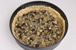 Выложить поверх теста овощную начинку.
