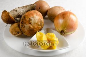 Чтобы приготовить жаркое, нужно взять грибы подосиновики, лук, картофель,  масло топлёное , соль.