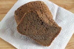 При выпекании буханка увеличится в объёме не в два раза, а лишь на 50%. Из данного количества продуктов, выходит кирпичик весом около 500 г. Готовому хлебу дайте полностью остыть при комнатной температуре, затем его можно подавать к столу.