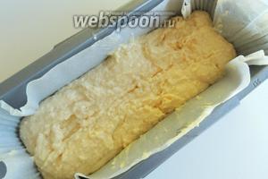 В застеленную пекарской бумагой кексовую форму поместим 1/3 теста.