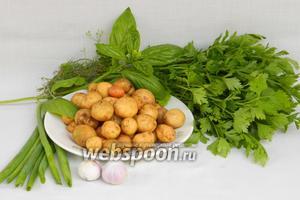 Для приготовления жаренного молодого картофеля возьмём картофель, чеснок, петрушку, укроп, базилик, соль и перец по вкусу, подсолнечное масло для жарки.