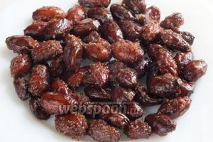 Готовые орешки остудите, разделите руками и подавайте. Хранить миндаль в сахарной глазури можно в сухом прохладном месте.