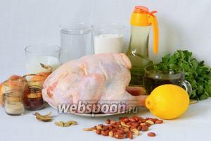 Для приготовления мсаххен по-иордански возьмём курицу, воду, муку, масло растительное, масло оливковое, лук репчатый, лимон, молоко, дрожжи, лавровый лист, кардамон, миндаль, арахис, сумах, петрушку, бахарат, кумин молотый, чеснок сушёный, соль по вкусу.