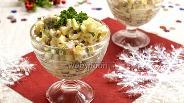 Фото рецепта Салат с копчёной скумбрией и горошком