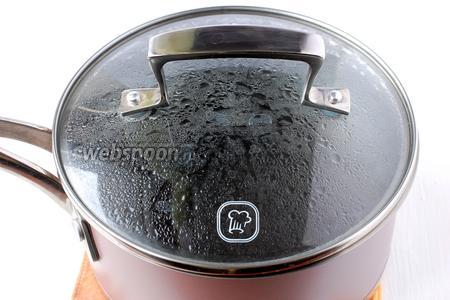 Мак залить 1 стаканом кипятка, накрыть крышкой. Мак должен запариться в течении 30 минут.
