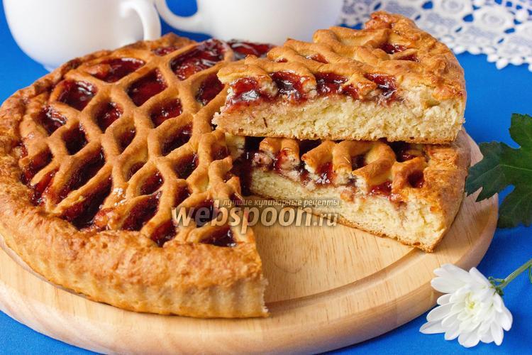 Фото Дрожжевой пирог с черничным вареньем