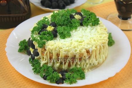Салат с горбушей горячего копчения