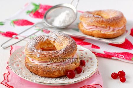 Заварное кольцо с розовым творожным кремом