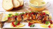 Фото рецепта Скумбрия запечённая с луком и лимоном