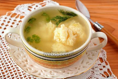 Фото рецепта Бульон с сырными клёцками «Послепраздничный»