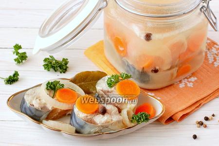 Скумбрия маринованная с луком и морковью