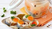 Фото рецепта Скумбрия маринованная с луком и морковью